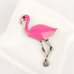 broche em metal com resina flamingo