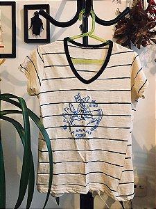 camiseta listrada feminina be kind to animals