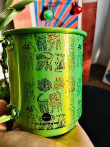 caneca alumínio verde gatos