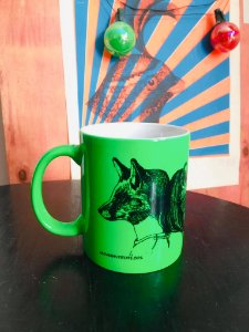 Caneca fluorescente verde raposa e gata