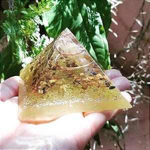 Orgonite Pirâmide Amarela - Prosperidade | 8x6 cm