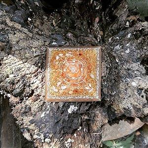 Orgonite Pirâmide Laranja - Identidade | 8x6 cm