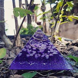 Orgonite Pirâmide Violeta - Espiritualidade | 8x6 cm
