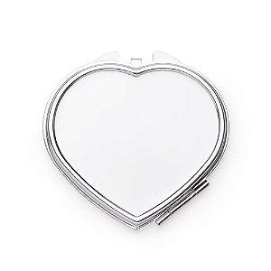 Espelho de metal duplo em formato coração com aumento.