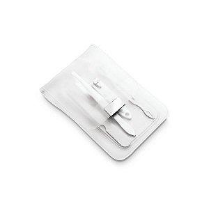 Kit de manicure. Incluso 4 peças. Em bolsa de PVC.