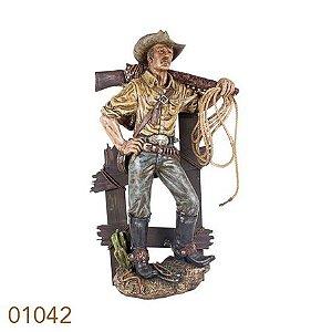 cowboy na cerca com arma resina 01042