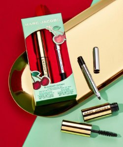 Marc Jacobs Beauty blacquer cherry 2-piece mini eye set (8.4g At Lash'd Lengthening and Curling Mascara in Blacquer + 0.37g Highliner Gel Eye Crayon Eyeliner in Blacquer )