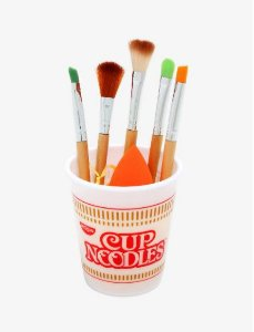 Nissin Cup Noodles Makeup Brush Set & Blending Sponge 5 pincéis + 1 esponja