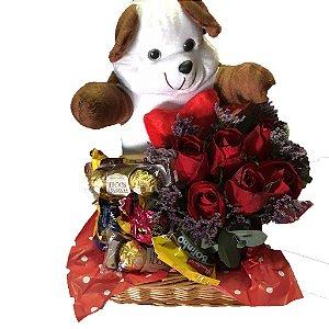 Bandeja com ursinho,flores e chocolate