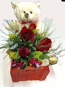 Ursinho , chocoate e flores