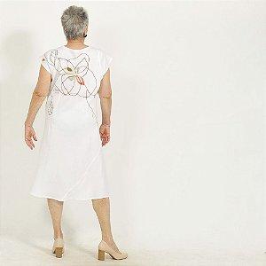 Vestido Midi Plus Size de Linho Branco Flor nas Costas Decote Alto