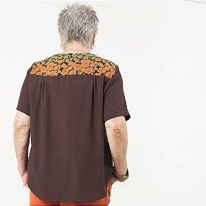 Camiseta Plus Size de Viscose Marrom Pala Estampada