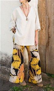 Calça Pantalona Barra Ampla Desenho Flores