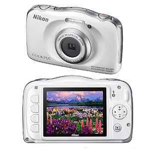 "Câmera Digital Nikon Coolpix S33 Branca – 13.2MP, LCD 2,7"", Zoom Óptico 3x, À Prova D'água, Choque e Congelamento e Vídeo Full HD"