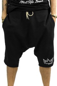 Bermuda estilo Saruel em tecido moleton preto com estampa coroa