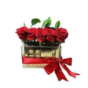 Arranjo de Rosas com Ferrero Rocher Carinho
