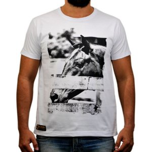 Camiseta Sacudido's - Foto Cavalo - Branco