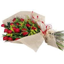 Buque de 12  Rosas estilo europeu