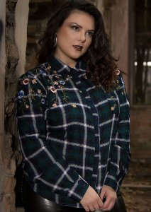 CAMISA PLUS SIZE XADREZ BORDADA