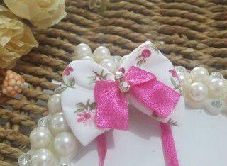 Laço de Pescoço Joy Branco Lacinho Pink Strass