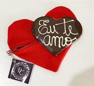 Necessaire em formato de coração com corações de chocolate