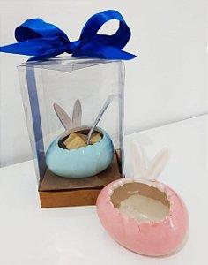 Caixa com ovo de porcelana