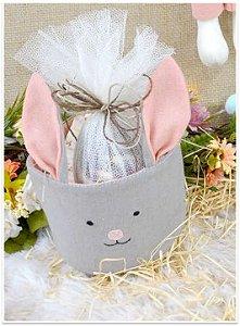 Cesta de tecido coelho com  ovo chocolate