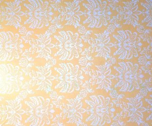 Papel De Parede Arabesco Amarelo e Branco Rolo Resistente 5 metros X 45 centímetros