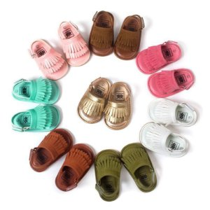 Sandália de bebê com franjas