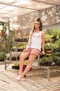 Camiseta Feminina Regata Bordado Floral
