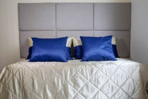 Enxoval de cama azul marinho com bege