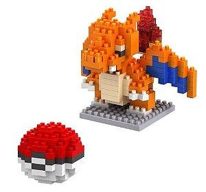 Mini Blocos de Montar Pokémon 10 Cm  -  Charizard e Pokebola