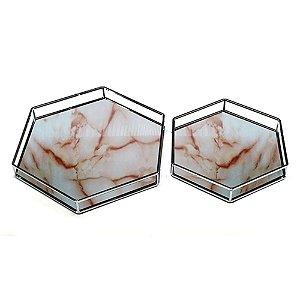 Conjunto de Bandejas Hexagonais Decorativas de Vidro Marmorizado com Detalhes em Metal - 2 Peças