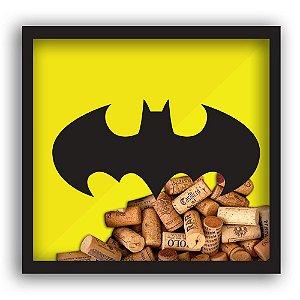 Quadro Decorativo Porta Rolhas de Madeira e Vidro DC Comics Batman Logo Amarelo / Preto - 33 cm