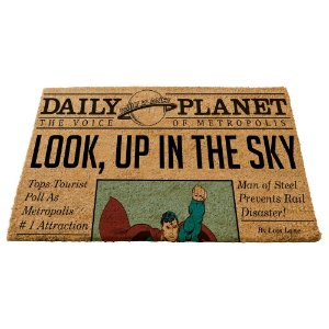 Capacho Decorativo de Fibra de Coco DC Comics Newspaper Daily Planet - 45 x 75 cm