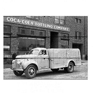 Placa Retangular Decorativa de Madeira Coca-Cola Big Truck Bottling Company - 36 x 50 cm