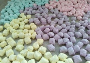 Docinhos para festas - Bala de Coco Sabororizadas - 01 kg Produto caseiro feito por encomenda