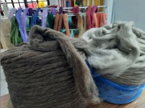 Lã Natural Preta ou Moura - Pacote com 100Gr