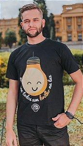 "Camiseta ""BRILHO NA LUZ"" Preta"