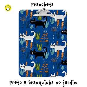 Prancheta Preto e Branquinha no jardim
