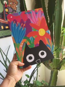 Poster Gato preto entre flores
