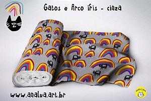 Tecido  - Gatos e arco íris no cinza