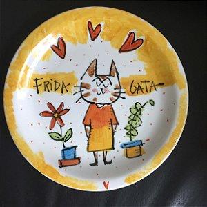 Prato raso Frida Gatinha no jardim