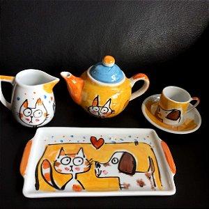 Conjuntinho  xicara de café, Bule e bandeja Gato e Cachorro amarelo