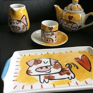 Conjuntinho  xicara de café, Bule ,bandeja e leiterinha Porquinhos