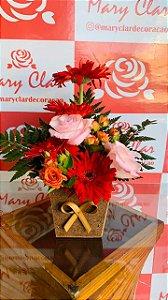 Mix de Rosas com Gérberas no Cachepô