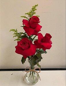 Arranjo de rosas no vaso