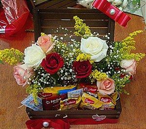 Baú de Café c/ arranjo de rosas