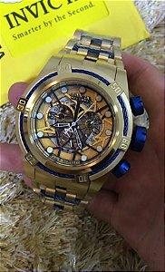 Relogio Invicta Zeus Bolt Eskeleton dourado com detalhes em azul