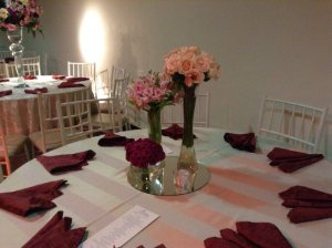 Trio de Flores com vela ou arranjo romantico com velas